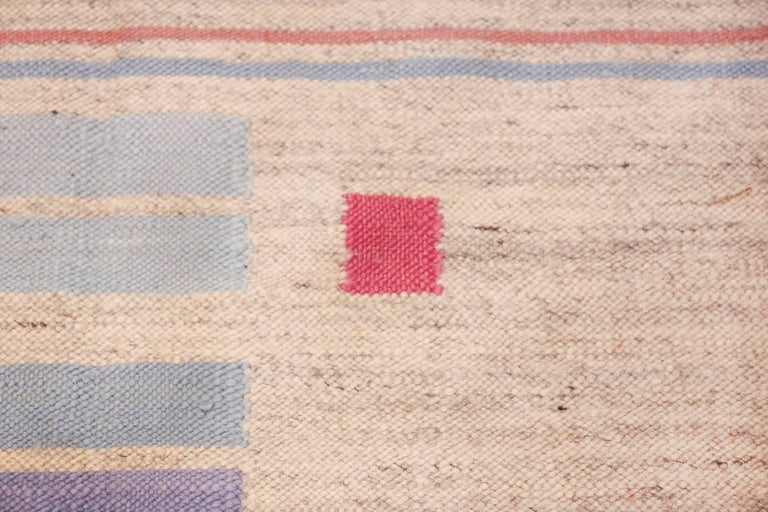 Hand-Woven Flat-Woven Vintage Scandinavian Swedish Kilim Rug. Size: 5 ft 7 in x 8 ft  For Sale