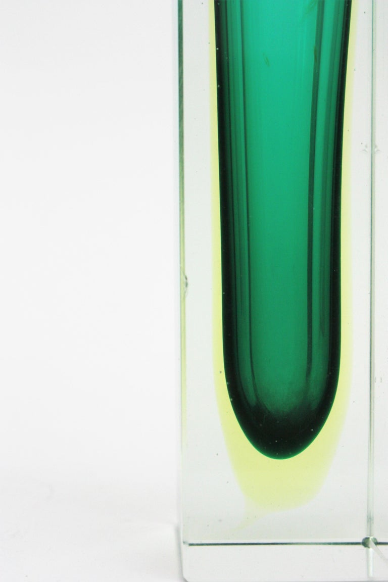 Flavio Poli Murano Faceted Sommerso Green Yellow and Clear Glass Vase For Sale 5