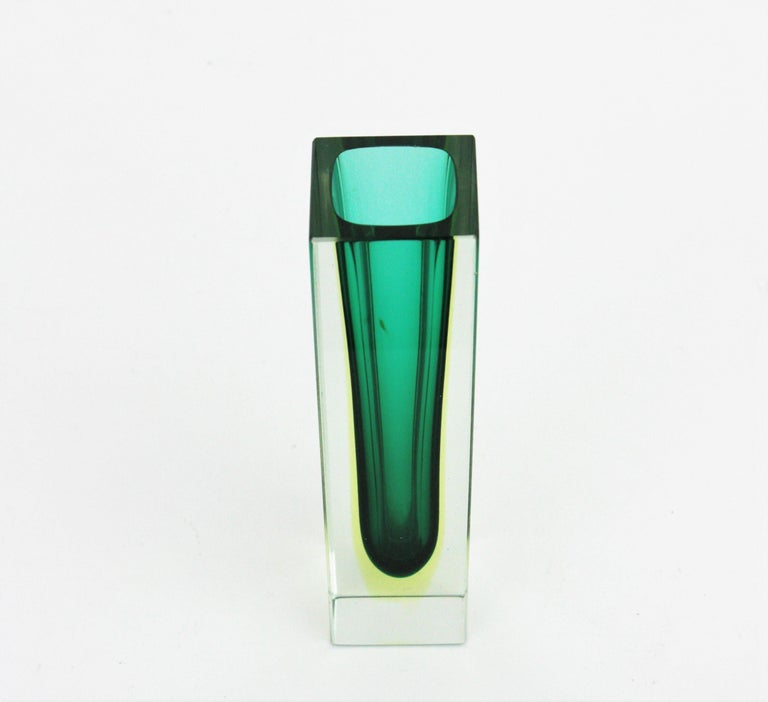 Flavio Poli Murano Faceted Sommerso Green Yellow and Clear Glass Vase For Sale 3