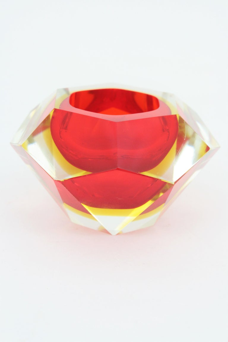 Flavio Poli Murano Red, Yellow and Clear Faceted Glass Diamond Bowl or Ashtray In Good Condition For Sale In Barcelona, ES