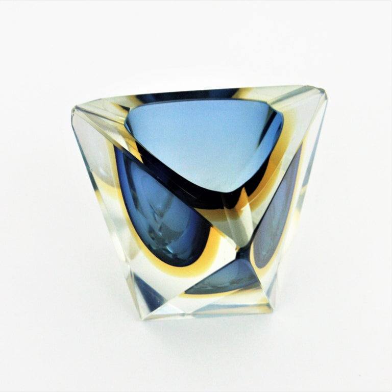 Flavio Poli Murano Sommerso Blue & Yellow Faceted Triangular Glass Ashtray Bowl In Good Condition For Sale In Barcelona, ES