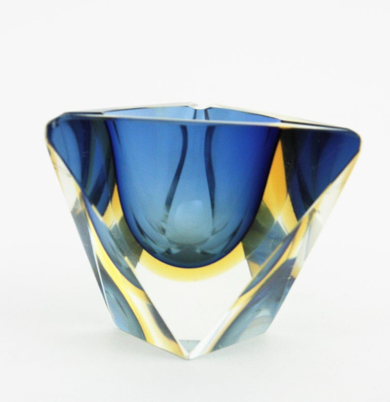 20th Century Flavio Poli Murano Sommerso Blue & Yellow Faceted Triangular Glass Ashtray Bowl For Sale