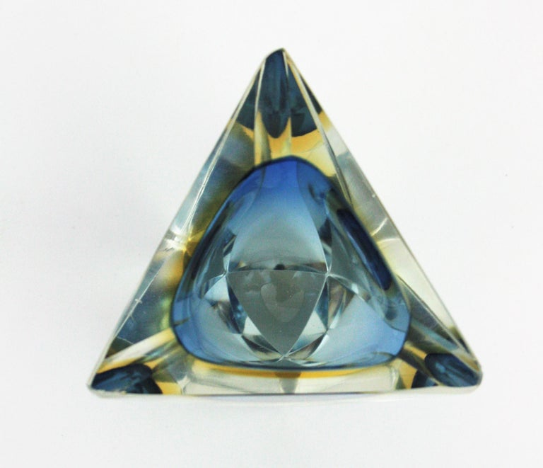 Flavio Poli Murano Sommerso Blue & Yellow Faceted Triangular Glass Ashtray Bowl For Sale 1