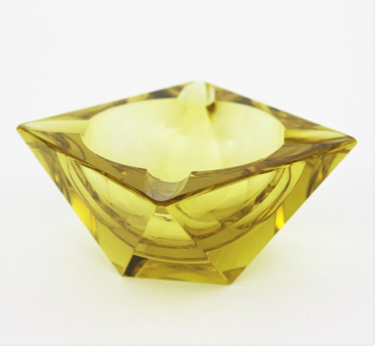 Beautiful faceted Murano glass ashtray in yellow color attributed to Flavio Poli, circa 1950s.