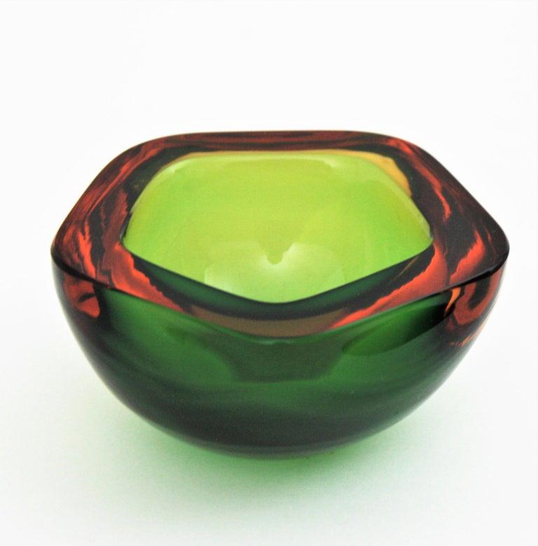Mid-Century Modern Flavio Poli Seguso Murano Art Glass Sommerso Green Amber Bowl For Sale