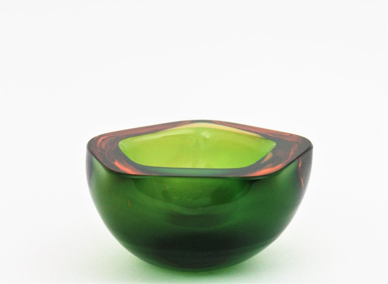 Hand-Crafted Flavio Poli Seguso Murano Art Glass Sommerso Green Amber Bowl For Sale