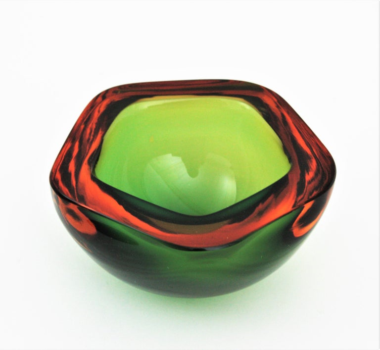 Flavio Poli Seguso Murano Art Glass Sommerso Green Amber Bowl In Good Condition For Sale In Barcelona, ES