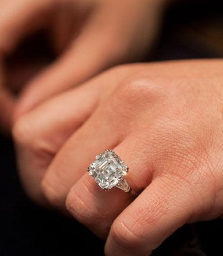 GIA Certified 4.65 Carat Asscher Cut Diamond Platinum Ring In New Condition For Sale In Rome, IT