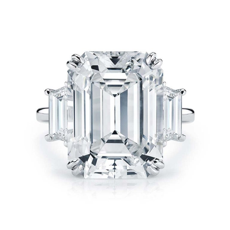 Flawless GIA Certified 5.75 Carat Emerald Cut Diamond Platinum Ring In New Condition For Sale In Rome, IT