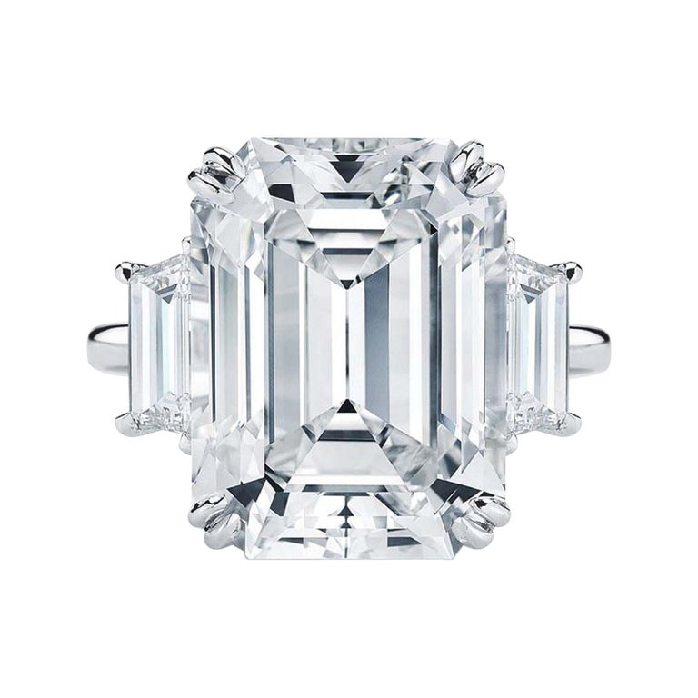 EXCEPTIONAL FLAWLESS GIA Certified 5 Carat Emerald Cut Diamond Platinum Ring For Sale