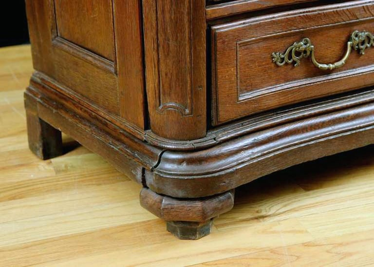 Flemish Baroque Chest of Drawers in Rich European Oak, circa 1770 For Sale 1