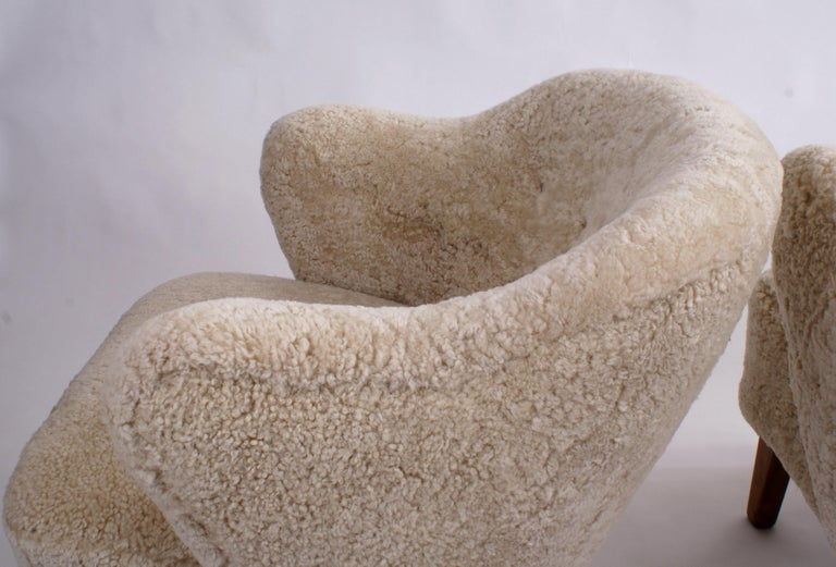 Mid-20th Century Flemming Lassen Pair of Easy Chairs in Beige Sheepskin, 1940s For Sale