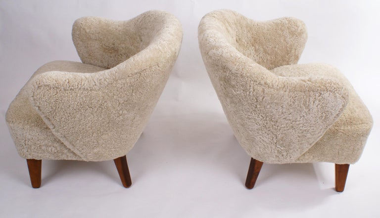 Flemming Lassen Pair of Easy Chairs in Beige Sheepskin, 1940s For Sale 1