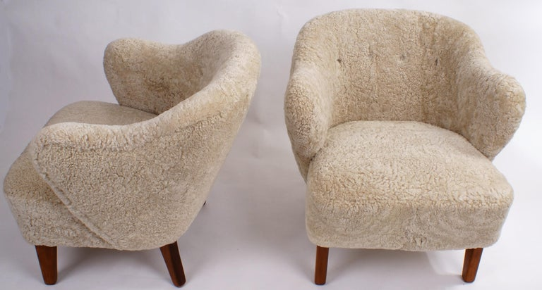 Flemming Lassen Pair of Easy Chairs in Beige Sheepskin, 1940s For Sale 3