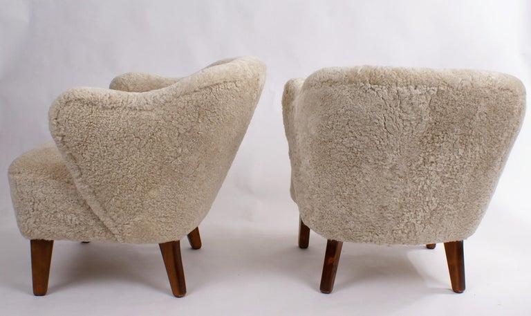 Flemming Lassen Pair of Easy Chairs in Pale Grey Sheepskin, 1940s 3