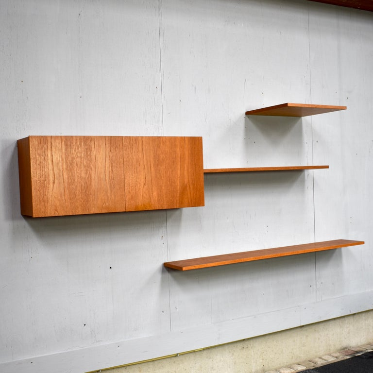 Floating modular wall-unit by Banz Bord in a beautiful warm teak wood. The wall unit is modular so it can be set-up to your own liking.
