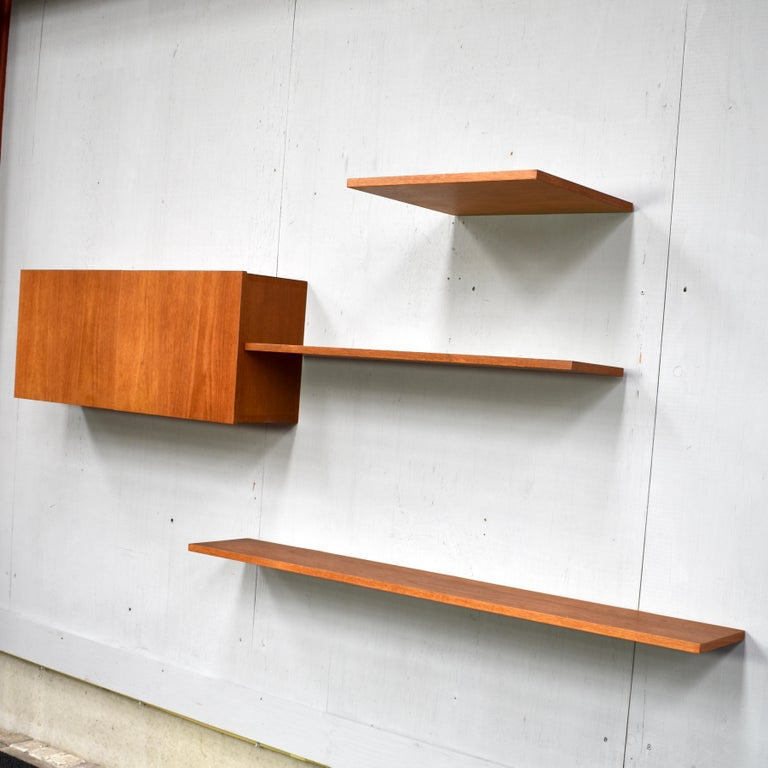 Floating Wall Unit in Teak by Banz Bord, Germany, circa 1970 In Excellent Condition For Sale In Pijnacker, Zuid-Holland