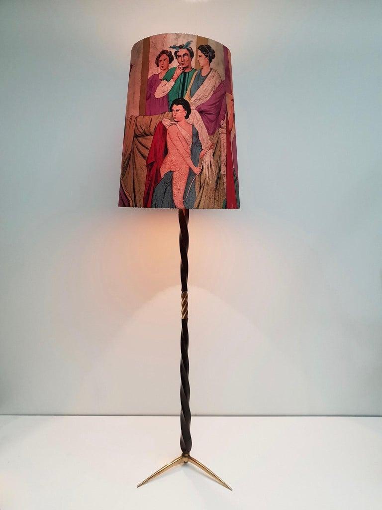 Italian floor lamp attributed to Borsani with original shade. Measures: Diameter 50 cm. Height 184 cm.