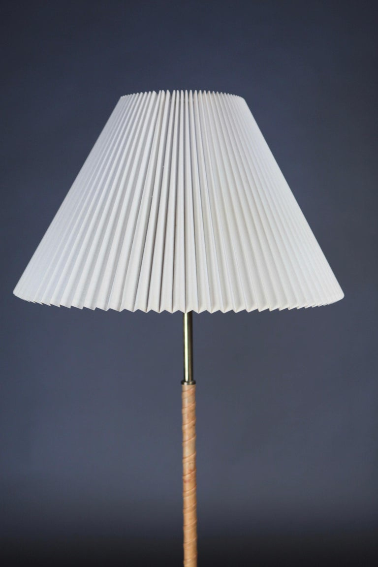 Scandinavian Modern Floor Lamp Designed by Harald Elof Notini for Böhlmarks, Sweden, 1940s For Sale