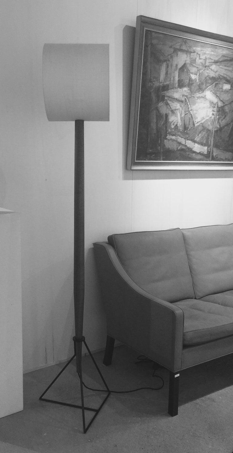 Contemporary Floor Lamp 'Moore' in American Walnut and Shades in Raw Silk For Sale