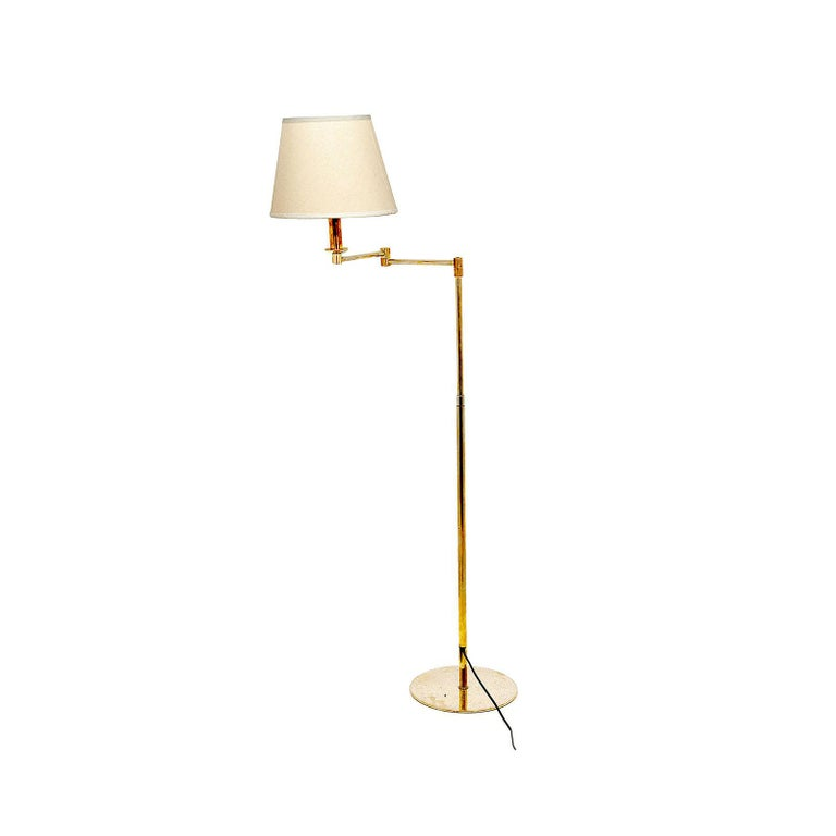 American Classical Floor Lamp, Vintage in Guilt Metal, with an Articulated Arm, Brass Color, France For Sale
