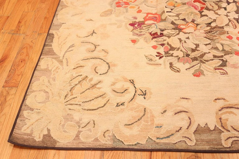 Floral Antique American Hooked Rug In Good Condition For Sale In New York, NY