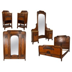 Floral Art Nouveau Bedroom Set of 5 in Carved Walnut, France, circa 1910