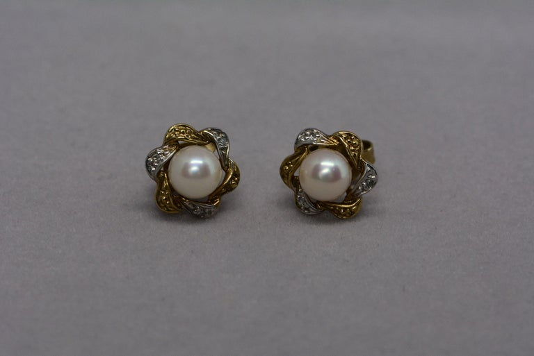 Women's Floral Cultured Pearl and Diamond 9 Karat Gold Brooch and Earrings For Sale