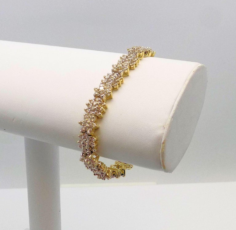 Floral Design Diamond Line Bracelet In New Condition For Sale In Dallas, TX