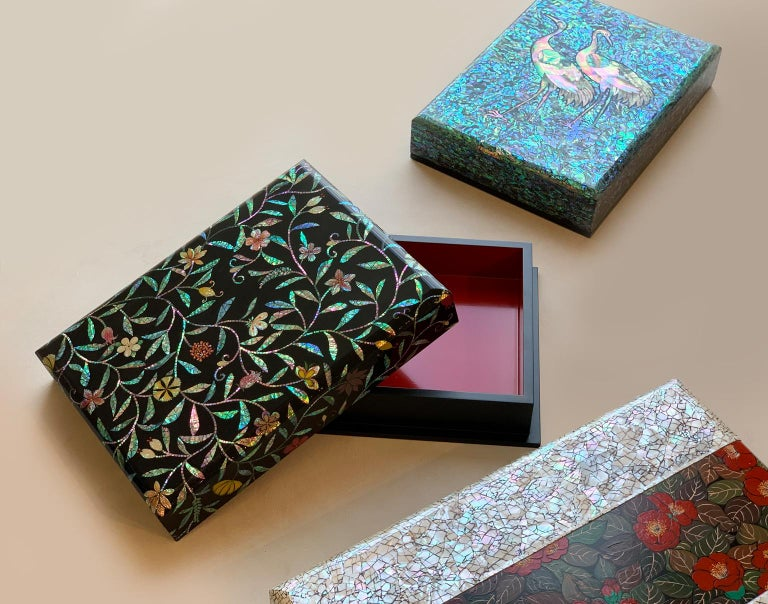 Floral Design Wooden Lacquer Document Box with Mother of Pearl Inlay by Arijian In New Condition For Sale In Namyangju-si, KR
