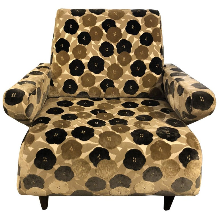This vintage, Italian retro floral lounge chair smartly combines functionality, comfort, and style all into one neat package. With a wide tight back and seat, this lounge chair is upholstered in black, ivory, and beige cut-velvet in a decorative