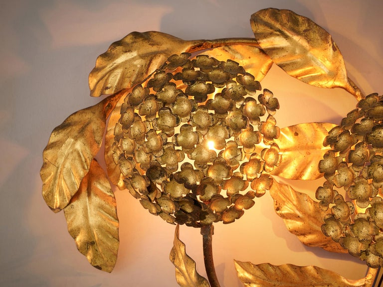 Floral Wall Light in Brass In Good Condition For Sale In Waalwijk, NL