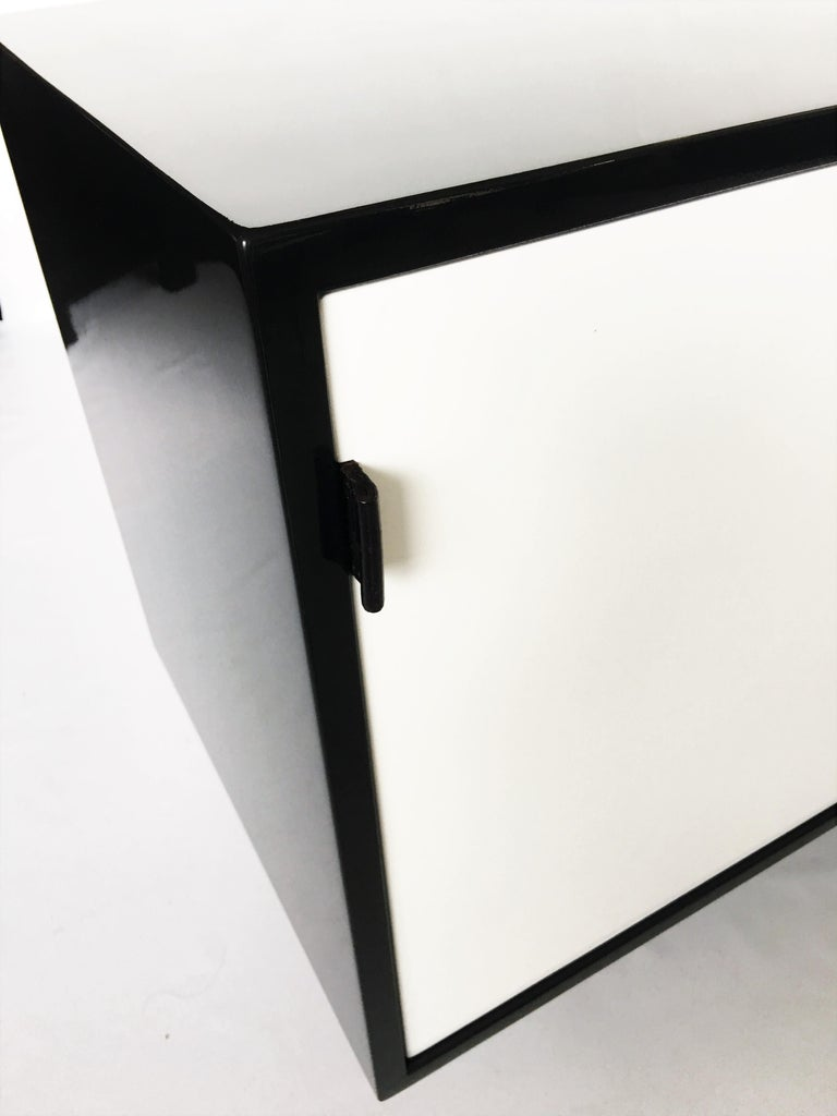 Mid-Century Modern Florence Knoll Black and White Lacquered Credenza For Sale