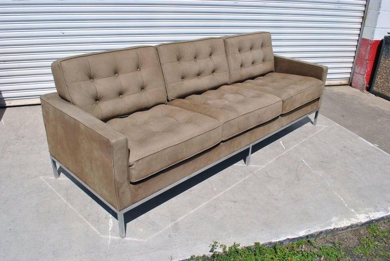 florence knoll brown leather sofa for sale at 1stdibs. Black Bedroom Furniture Sets. Home Design Ideas