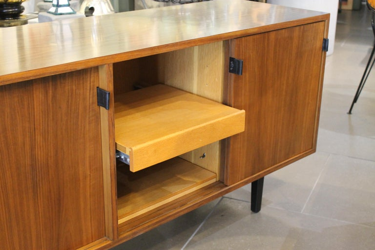 An Early Florence Knoll for Knoll Associates Credenza In Good Condition For Sale In Palm Springs, CA