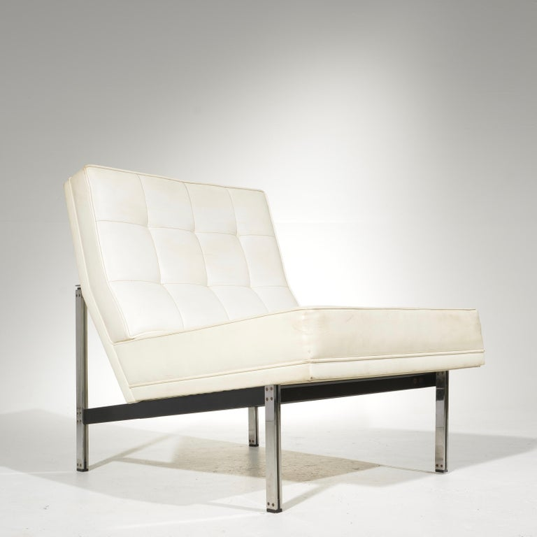 Rare Florence Knoll Parallel Bar System lounge chair in good vintage condition.