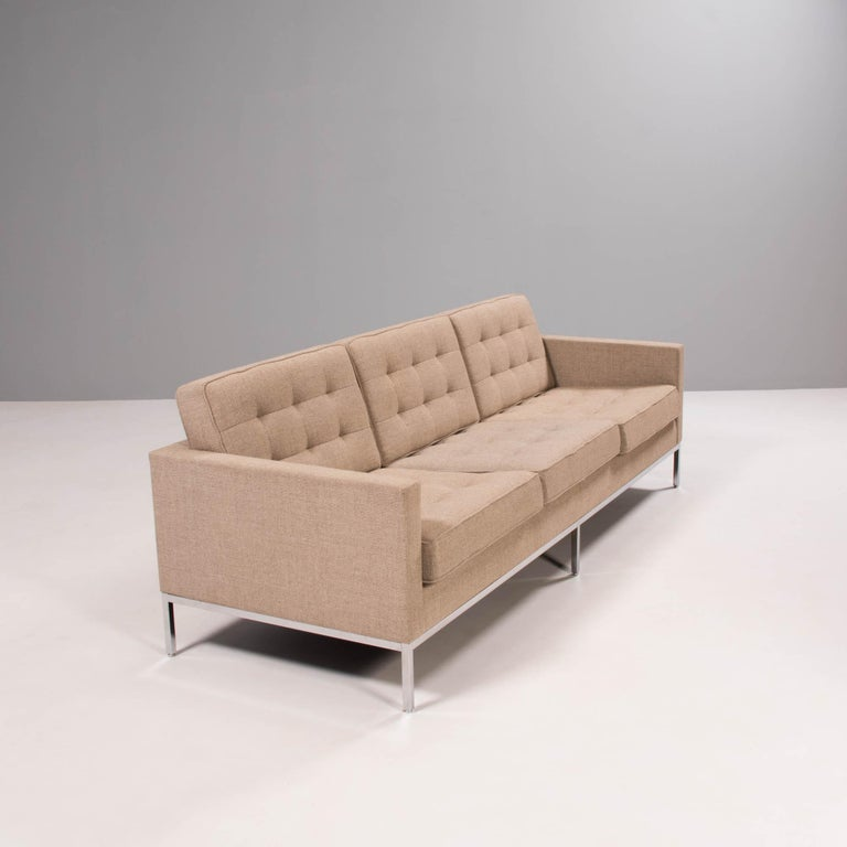 Florence Knoll for Knoll Beige Fabric Relaxed Three Seater Sofa In Excellent Condition For Sale In London, GB
