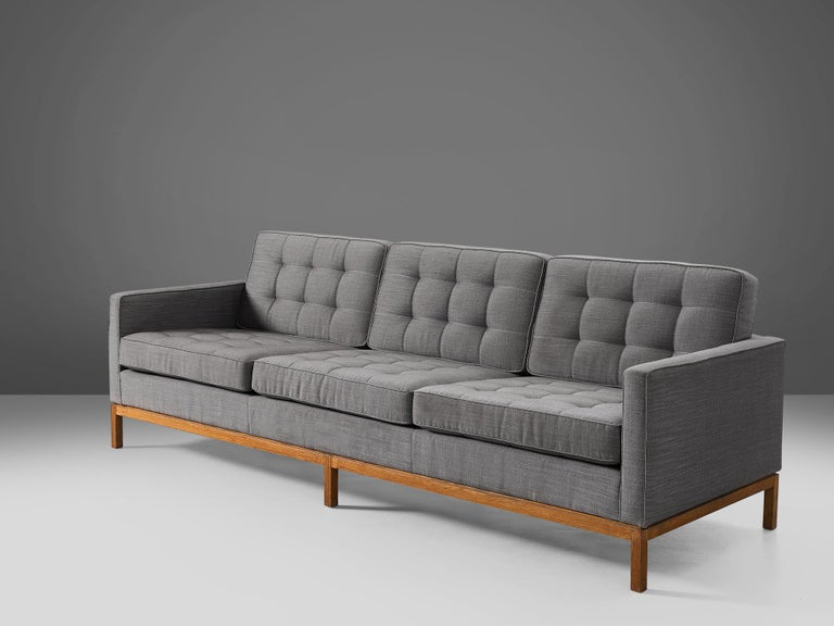 American Florence Knoll for Knoll International Sofa '2557' For Sale