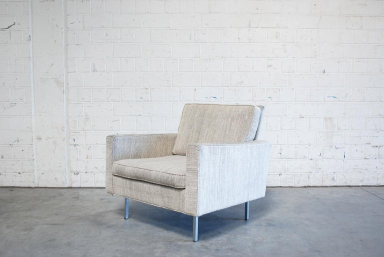 This armchair was designed by Florence Knoll Bassett for Knoll International. Model 25 BC. From the 1960s and rare. It features the original black, white, and ecru woollen upholstery fabric and aluminium feet. Good condition.
