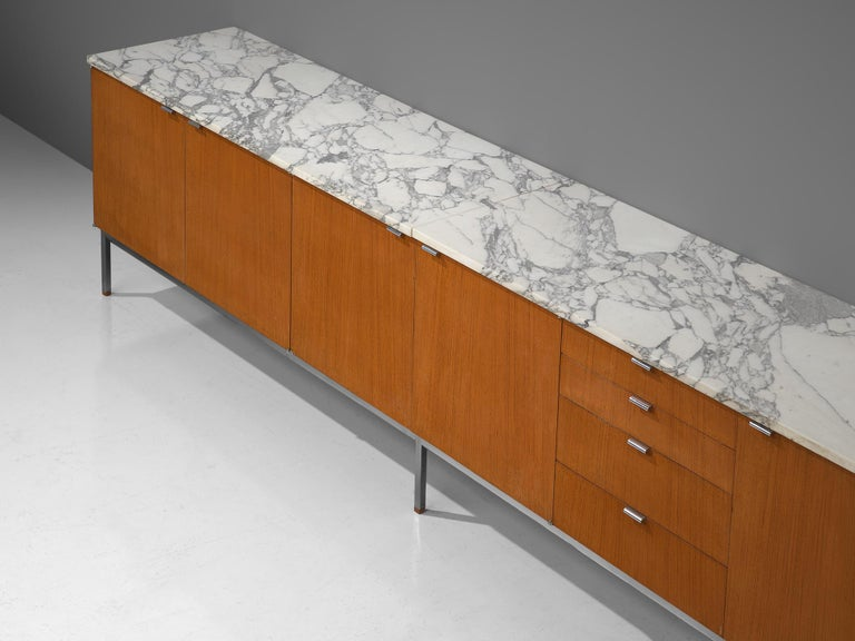 Florence Knoll Large Sideboard in Teak and Marble In Good Condition For Sale In Waalwijk, NL