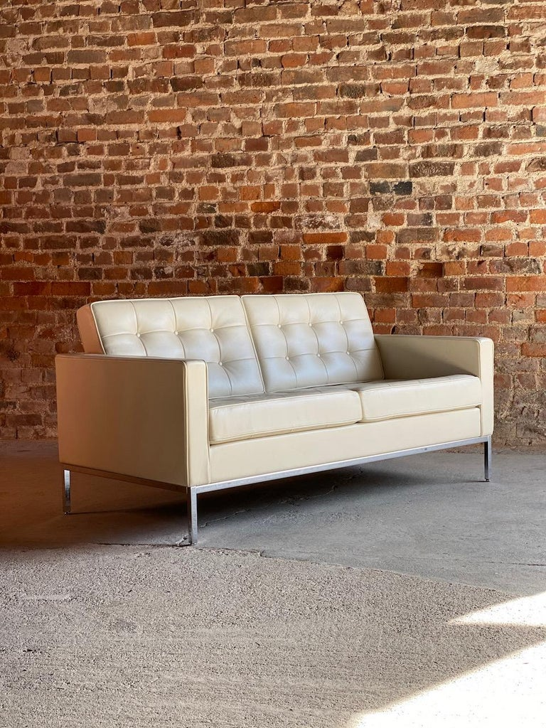 Florence Knoll Leather Sofa by Knoll Studio For Sale 6