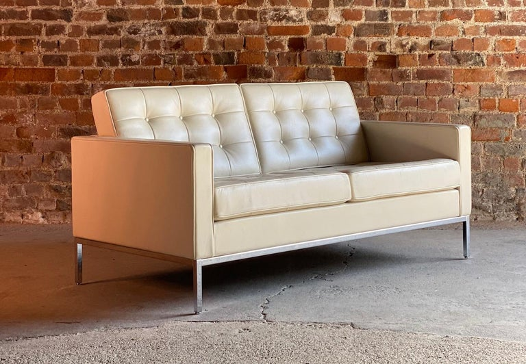 Florence Knoll Leather Sofa by Knoll Studio For Sale 3