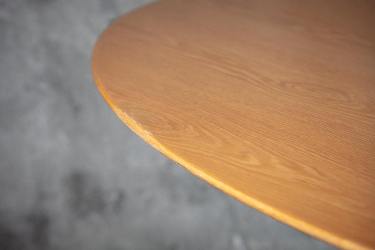 Florence Knoll oval dining table.