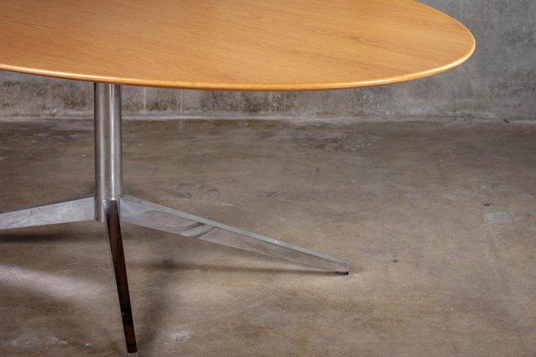 American Florence Knoll Oval Dining Table For Sale