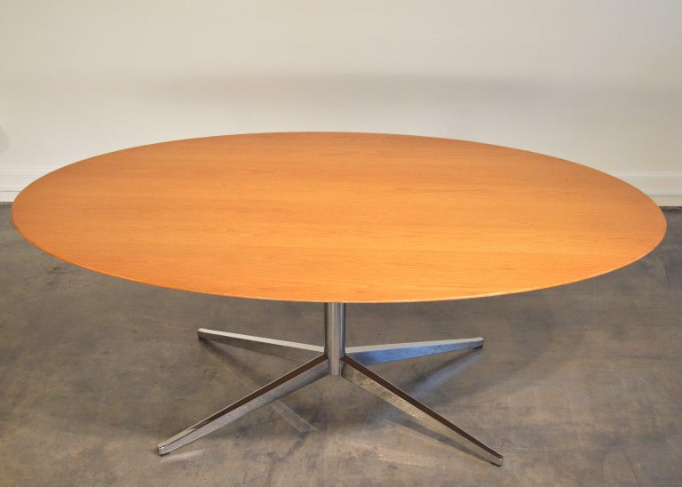 Designed in 1961 to provide a table or conference table suited to conversation, the oval shape eschews the hierarchy of
