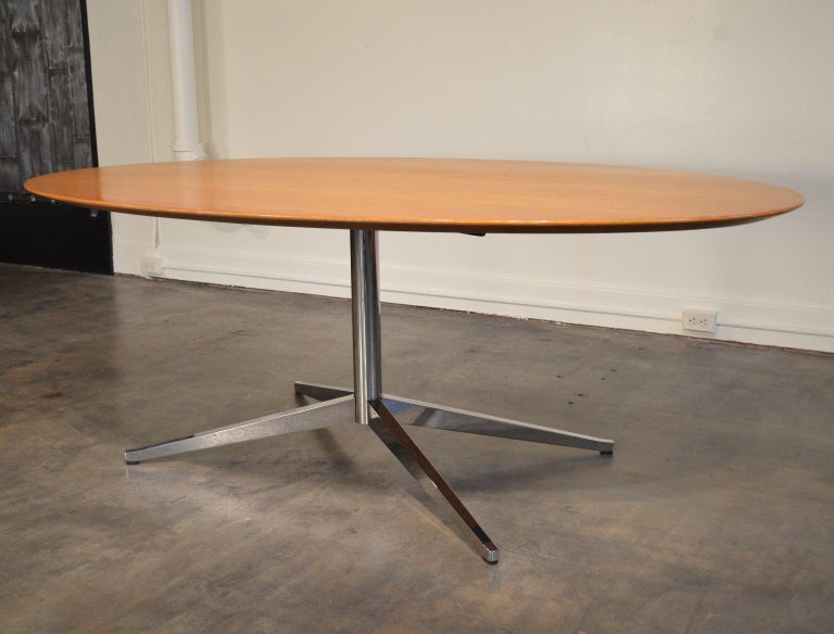 Mid-Century Modern Florence Knoll Oval Table/Desk with Oak Top For Sale