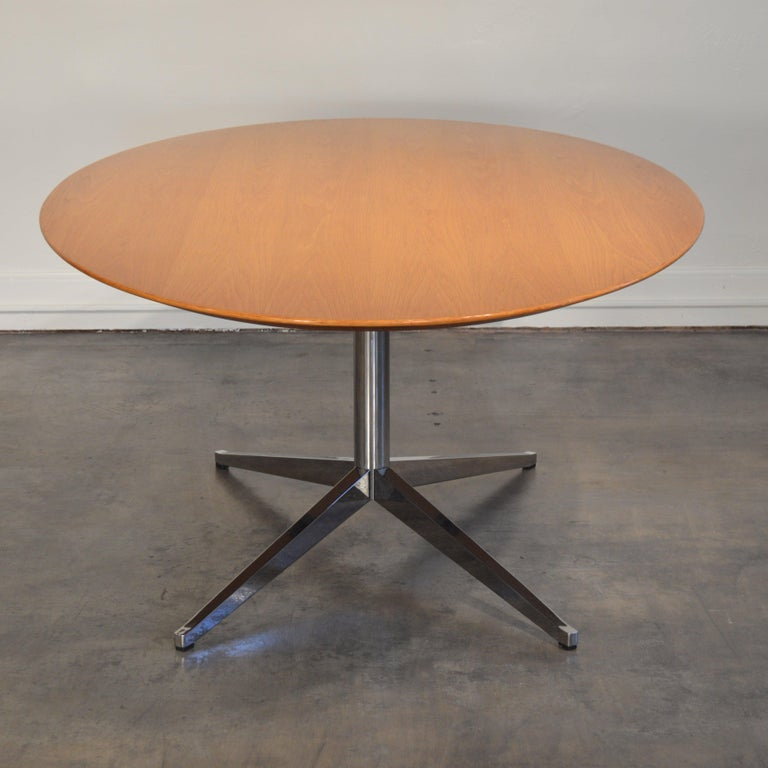 Florence Knoll Oval Table/Desk with Oak Top In Good Condition For Sale In Portland, ME