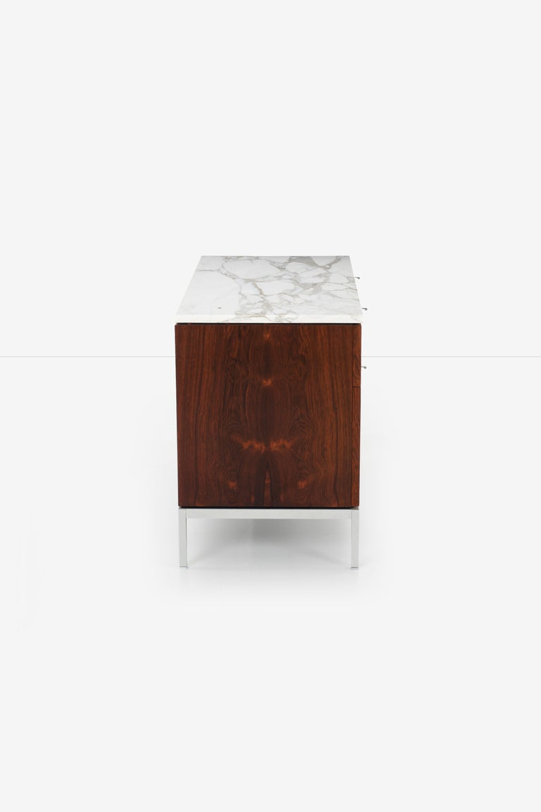 Florence Knoll Rosewood Credenza with Marble Top For Sale 1