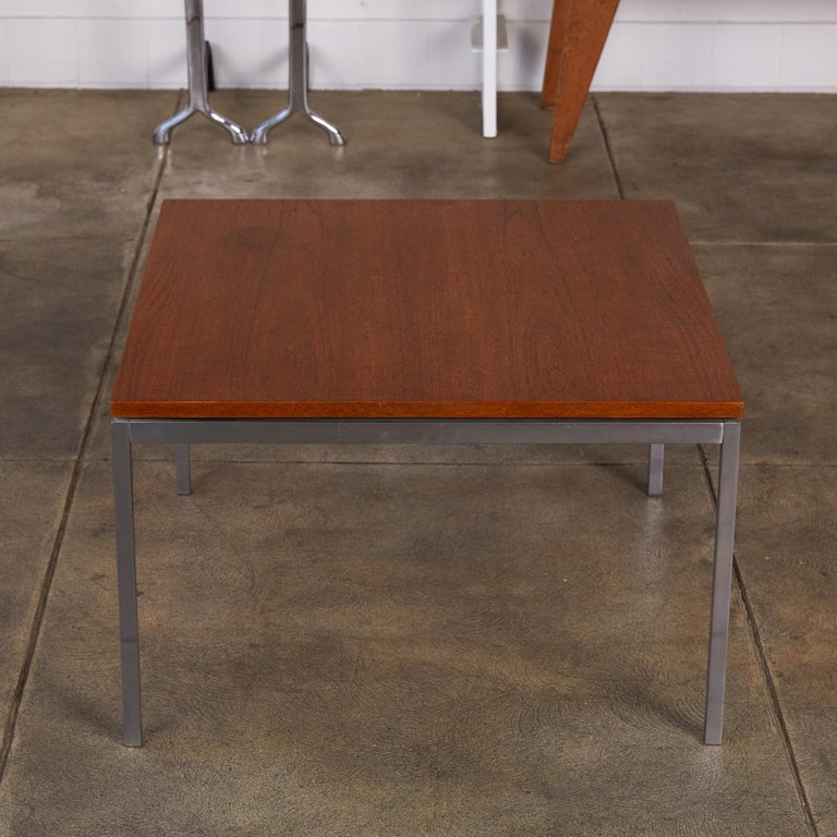 Mid-Century Modern Florence Knoll Square Walnut Coffee Table For Sale