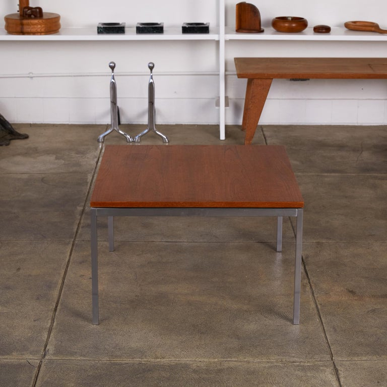 Florence Knoll Square Walnut Coffee Table In Excellent Condition For Sale In Los Angeles, CA